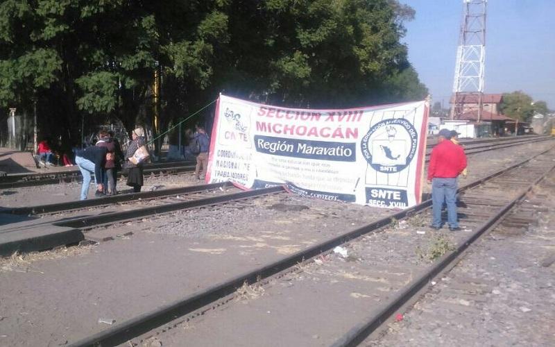 Los maestros y sus aliados planean cerrar las vías del tren en Pátzcuaro y Maravatío, sin descartar otro tipo de acciones de presión en esas y otras zonas del estado de Michoacán