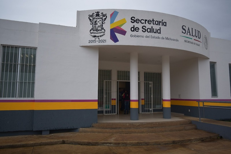 Michoacán se coloca a nivel nacional como un estado modelo en el fortalecimiento de su infraestructura en materia de salud, destacó el titular de la SSM, Elías Ibarra