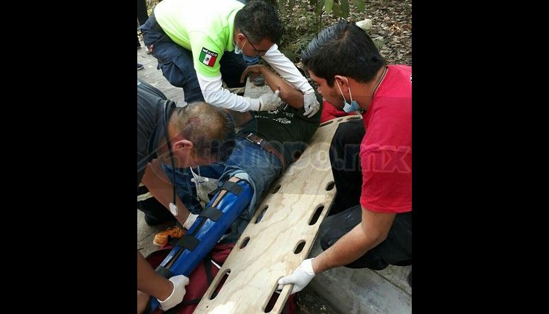 Al lugar se trasladó unidad médica del Cuerpo de Bomberos de Zitácuaro, los cuales le brindaron las primeras atenciones al conductor de la motocicleta, identificado como Juan Jesús X de 21 años de edad