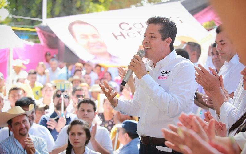 El precandidato a la Cámara Alta, agradeció el apoyo de los militantes del Sol Azteca de la región, de quienes dijo, han sido su fuerza desde el 2004, que decidió llegar a la presidencia de este municipio