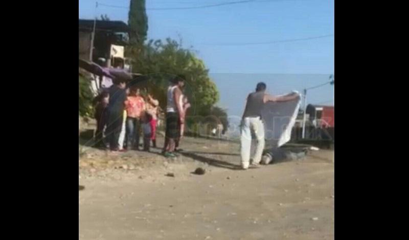 Testigos de los hechos solicitaron el apoyo de Policía Michoacán, la cual implementó un operativo para tratar de dar con los agresores sin resultados positivos