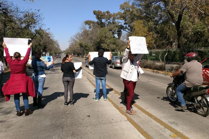 Los manifestantes exigieron el cumplimiento de los compromisos laborales por parte de las autoridades estatales