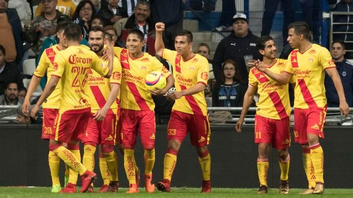 El partido arrancó de buena manera para el Morelia que logró tomar ventaja apenas a los 3 minutos cuando Miguel Sansores de cabeza puso el 1-0; 5 minutos después otra vez apareció Sansores de cabeza logrando el 2-0. (FOTO: EFE)