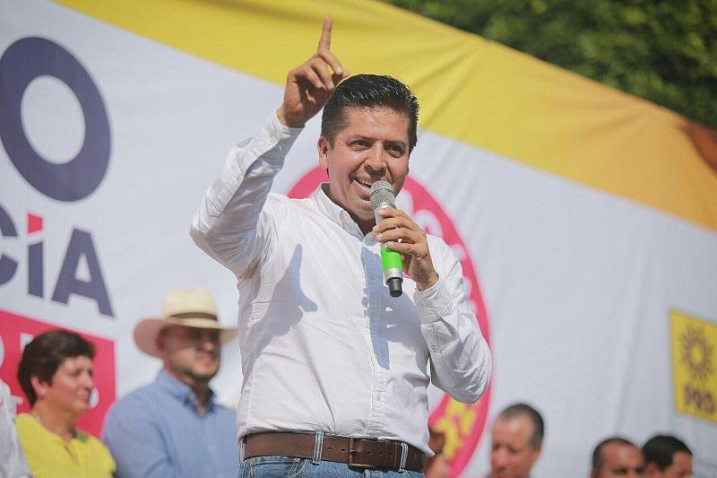 """""""Ofrezco mi experiencia, pero sobre todo el compromiso de velar por un mejor Michoacán, saben los perredistas que no les voy a fallar a ellos y al pueblo en general"""", dijo el precandidato"""