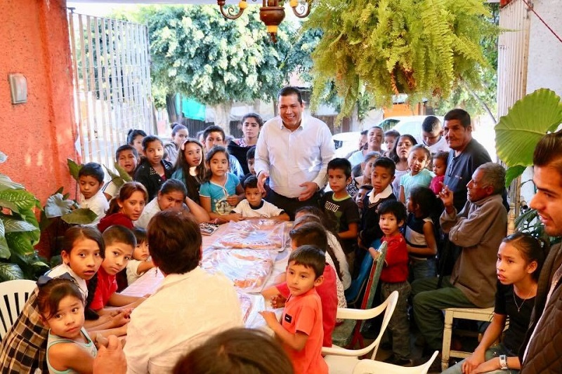Se compartieron 500 roscas a más de 10 mil vecinos de las colonias y fraccionamientos de la capital michoacana
