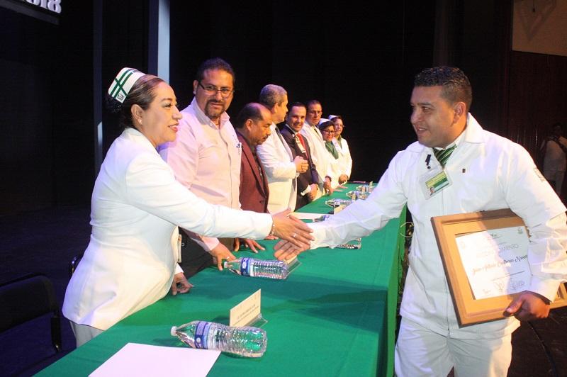 La Delegación del IMSS en Michoacán reitera el compromiso que tiene  con la derechohabiencia y sus usuarios para garantizar un trato profesional de calidad y calidez en todos servicios que oferta