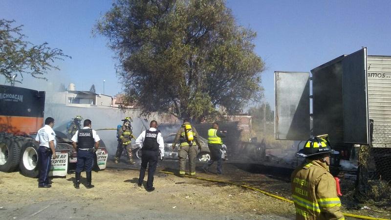 El fuego fue controlado por vecinos, así como por la Coordinación de Protección Civil y Bomberos Municipales de Morelia