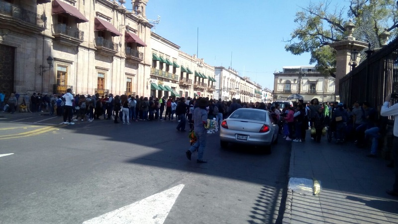 Los manifestantes realizaron un bloqueo de menos de una hora en la Avenida Madero, frente a Palacio de Gobierno