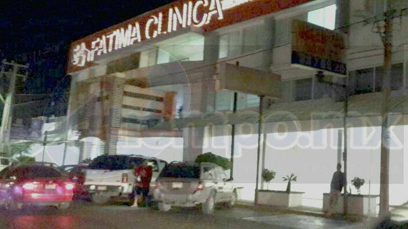 Tras los disparos un menor de edad resultó gravemente herido, por lo que el conductor de la camioneta imprimió mayor velocidad llegando a la ciudad de Lázaro Cárdenas, dónde ingreso al área de urgencias de la Clínica Fátima