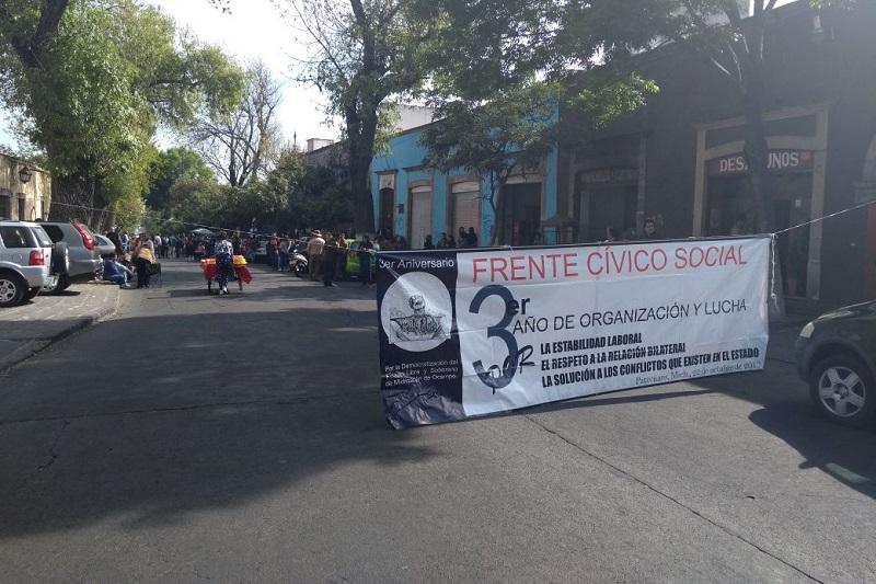 Continúan las protestas por la falta de pagos en Michoacán