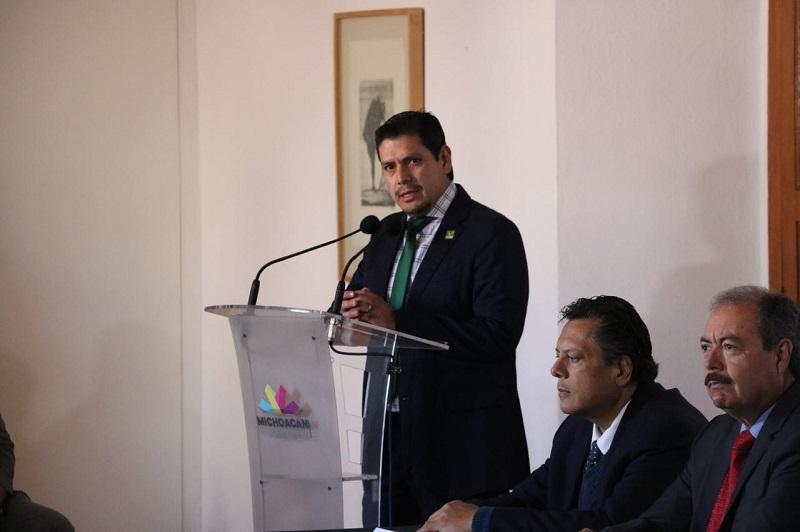 Núñez Aguilar reiteró su intención de trabajar de lleno en las propuestas y en equipo, sin caer en descalificaciones, ya que resaltó el acuerdo de civilidad política debe ser encaminado al bienestar a los michoacanos