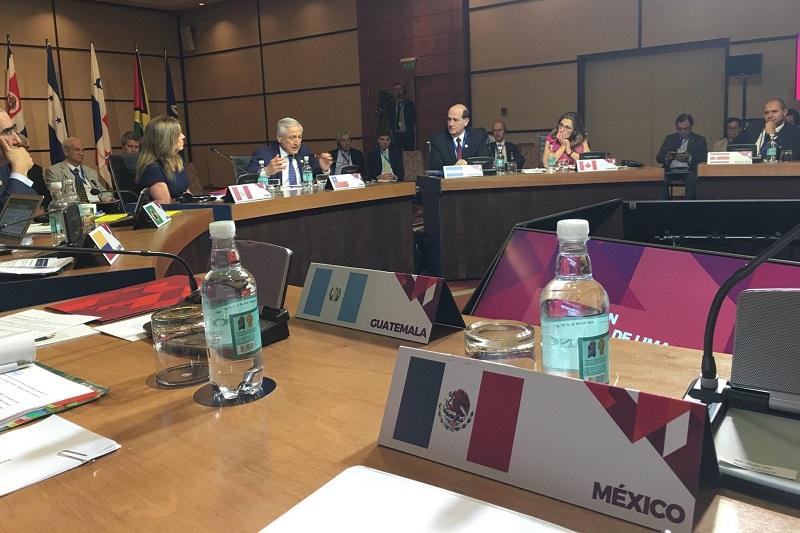 """Lo anterior luego de conocer la determinación del gobierno de Venezuela para convocar a elecciones presidenciales antes del 30 de abril, con lo que """"se atenta gravemente"""" las negociaciones de Santo Domingo, pues es incompatible la decisión con los planteamientos que se habían hecho, aseguró el canciller mexicano"""
