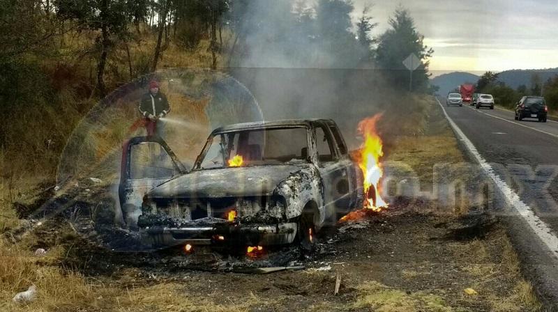 Por fortuna no hubo personas lesionadas y se hicieron cargo autoridades correspondientes para retirar la camioneta siniestrada del lugar