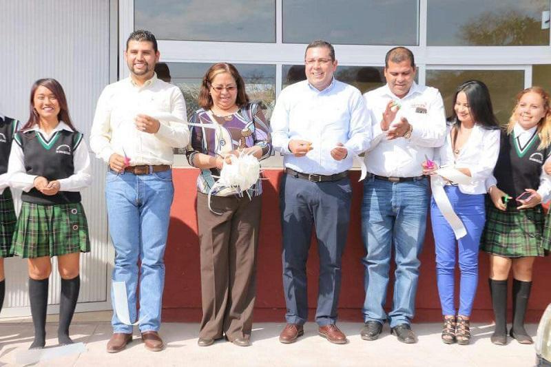 Barragán Vélez agradeció al Gobernador Silvano Aureoles su intervención y gestiones para concretar este proyecto, con lo cual demostró una vez más su compromiso con la educación de calidad