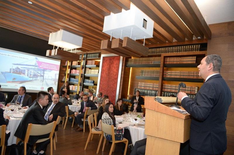El gobernador y el secretario de Desarrollo Económico muestran a empresarios de Singapur el potencial de negocios en la entidad