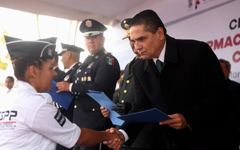 En esta ocasión, se graduaron 122 mujeres y 275 hombres para ser un total de 397 cadetes