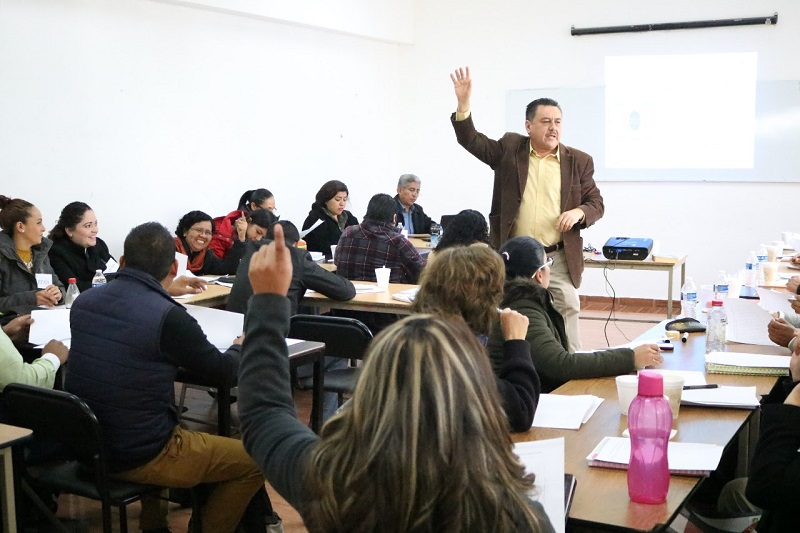 Barragán Vélez mencionó que estas acciones tienen como principal objetivo que los profesores y profesoras de las diversas asignaturas del Telebachillerato Michoacán refuercen sus conocimientos, habilidades y creatividad en las técnicas de enseñanza-aprendizaje