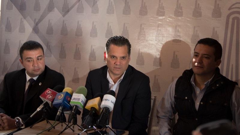 Ricardo Bernal Vargas presentó ante los medios de comunicación mapas y testimonios gráficos, donde se muestra que la mayoría de dichas obras no están dentro de Ciudad Industrial