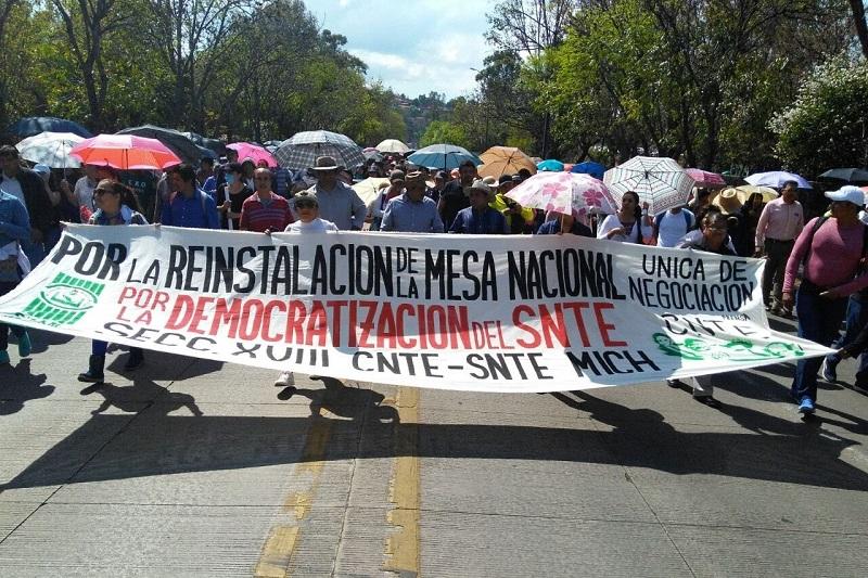 La movilización comenzó afuera de Casa de Gobierno y concluyó con un mitin afuera de Palacio de Gobierno