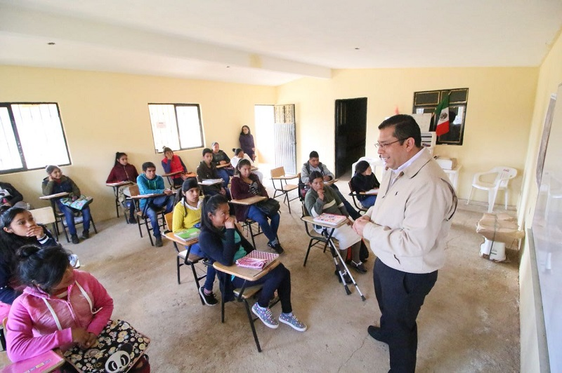 También han asistido a capacitaciones de actualización docente, Estrategias de Enseñanza de la Biología y Estrategias Didácticas para Jóvenes Adultos