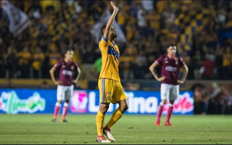 Los goles del encuentro fueron conseguidos por el delantero francés André-PierreGignac a los dos minutos y el brasileño Rafael Carioca a los 36, por los felinos, y el peruano Raúl Ruidíaz a los 83, por los visitantes