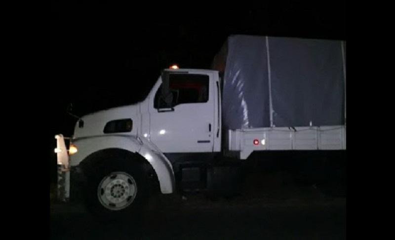 Jesús Carlos P., de 32 años, no pudo comprobar la legal procedencia de 8 mil litros de gasolina dentro del camión, por lo será puesto a disposición de la autoridad correspondiente