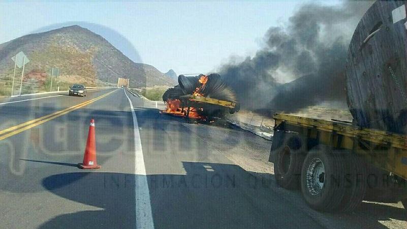 De acuerdo con fuentes oficiales, el tractocamión transportaba cable y el incidente se debió a un calentamiento en las balatas