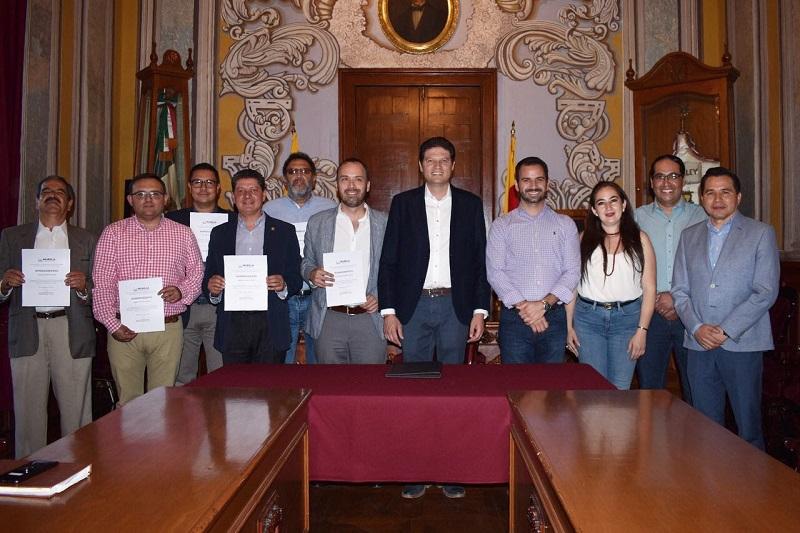 El alcalde de Morelia agradeció a los funcionarios salientes por su servicio y por contribuir en la transformación de Morelia, y exhortó a los nuevos ocupantes de los cargos, a seguir trabajando igual