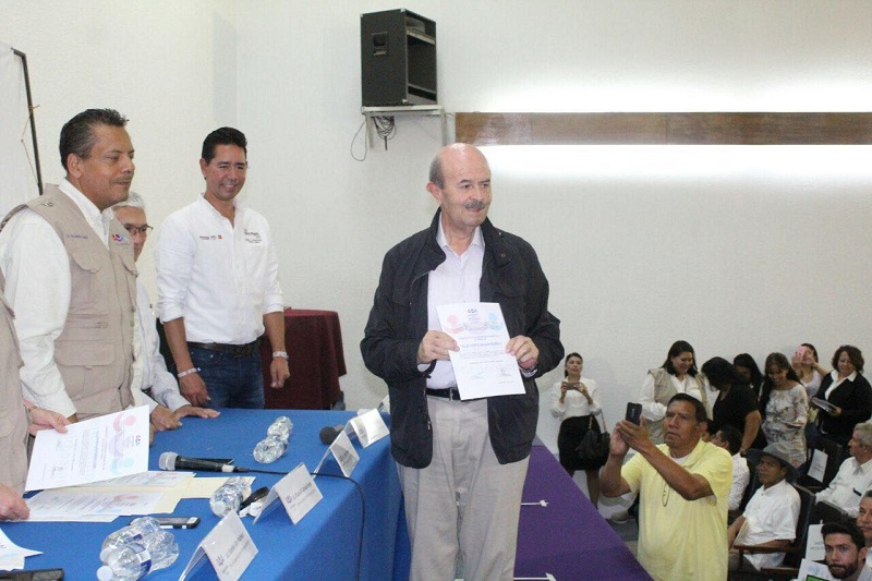 Fausto Vallejo agradeció la invitación que le hicieron para participar los dirigentes nacional y estatal del PES, Hugo Eric flores y Javier Valdespino García, respectivamente