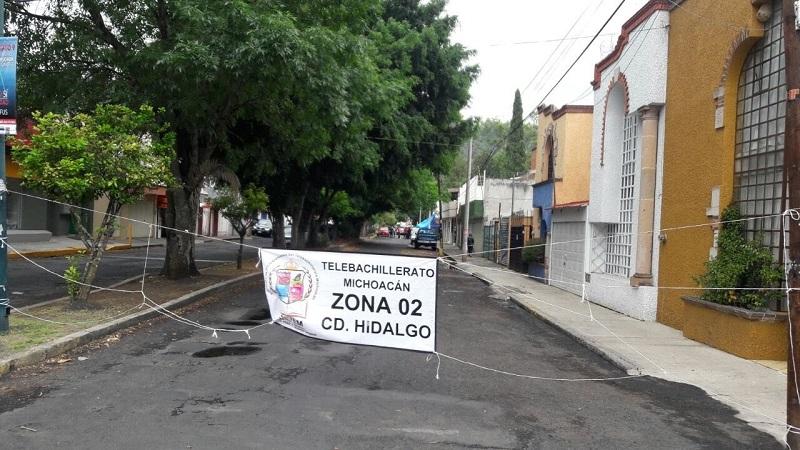 Y es que el Sindicato de Profesionistas del Telebachillerato Michoacán (SIPTEM) exige el bono que ya se les pagó a integrantes del otro sindicato del que la directora forma parte y a quienes ha privilegiado