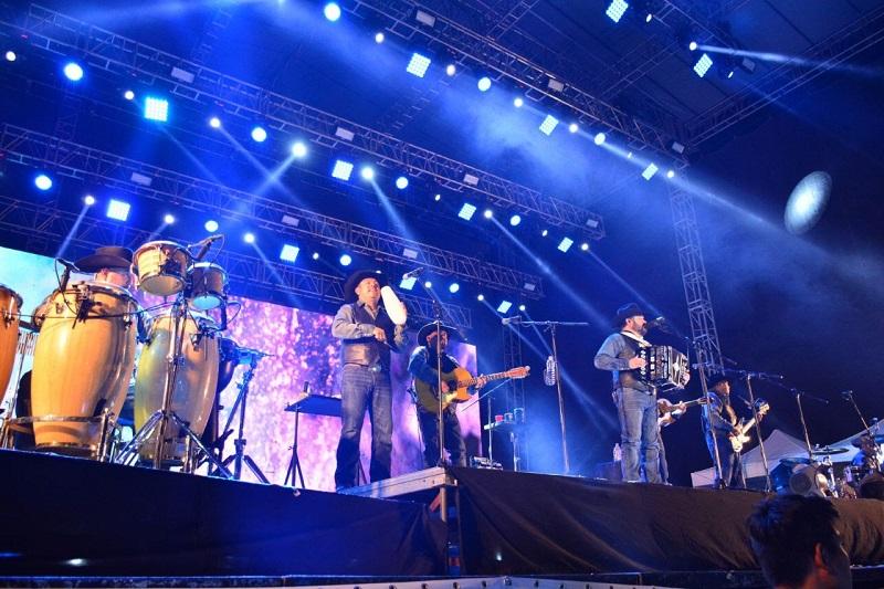 """Con éxitos como """"Fuerte no soy"""", """"Soñador Eterno"""", """"Y todo para qué"""", """"Enséñame a olvidar"""", """"Perdedor"""", entre otras canciones, los michoacanos disfrutaron del concierto"""