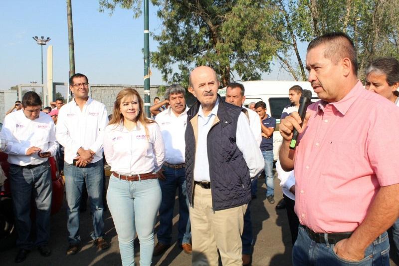 Por su parte, el abanderado del PES a la alcaldía capitalina anunció la reconstrucción de las carreteras que están en el medio rural, 90 por ciento de las cuales las creó en sus administraciones pasadas