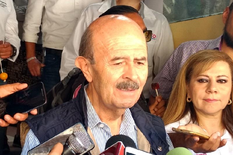 Fausto Vallejo lamentó que el elevador que se instaló en el Mercado de Dulces haya durado útil sólo un mes y después, ante los múltiples reclamos, las autoridades municipales hayan sido omisas para atenderlo (FOTO: SEBASTIÁN CASIMIRO)