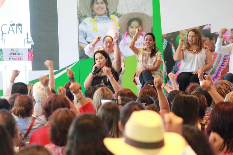 """Xóchitl Ruiz exhortó a las priistas """"a salir con fuerza y de convencer, con propuestas reales y contundentes"""" sobre todo a cambiaran los paradigmas de México"""