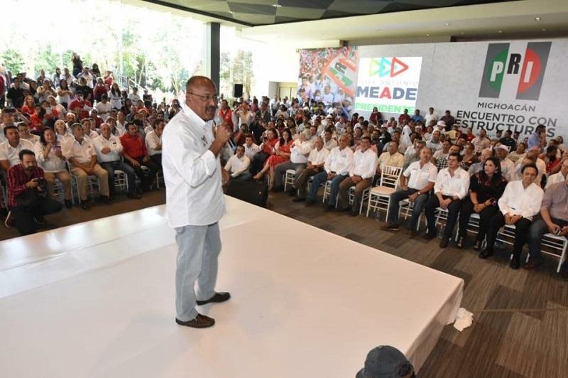 Durante la reunión, el líder del priismo nacional exhortó a todos los candidatos a buscar a los militantes para consolidar el voto de la emoción y sentido de pertenencia de los priístas