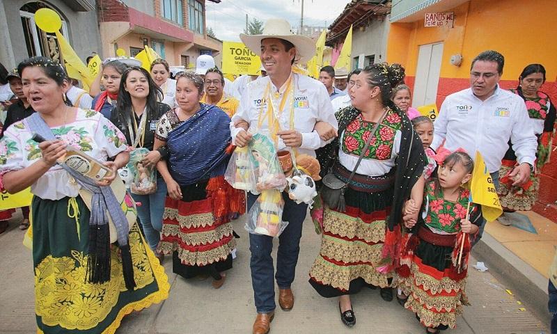 García Conejo destacó que apoyará a los emprendedores que vean en Michoacán una oportunidad de negocios e inversión, a través de la transformación de la materia prima en productos terminados, más si estos provienen de las comunidades indígenas
