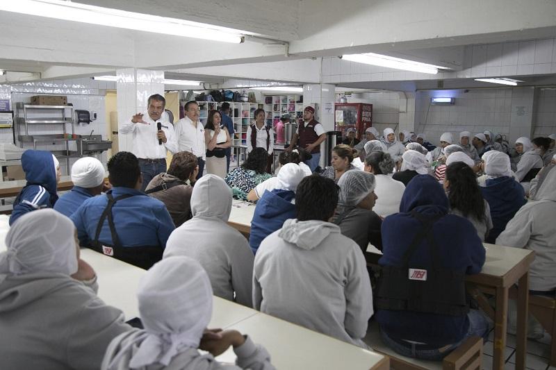 Morón Orozco remarcó que los trabajadores de México son la base del desarrollo económico del país, por ello, dijo, desde el Gobierno Municipal vamos a impulsar propuestas que faciliten la labor que día con día realizan mujeres y hombres para generar el desarrollo de Morelia