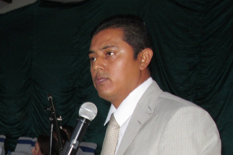El candidato y su esposa fueron trasladados al Hospital Regional de Uruapan para recibir atención médica, indicando fuentes que minutos después perdió la vida el candidato mientras que su esposa sigue grave