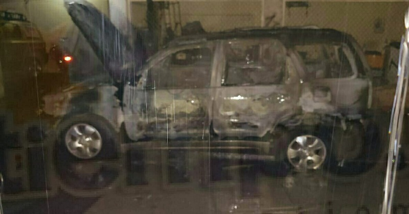 En el lugar quedó consumida en su totalidad una camioneta con placas del Estado de México así como cuantiosos daños materiales en refacciones y herramientas, donde por fortuna no hubo lesionados