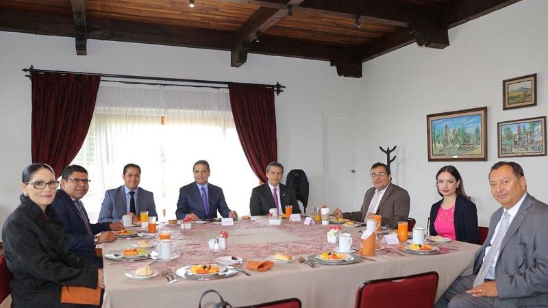 El titular del Ejecutivo de Michoacán manifestó su apertura a la colaboración, siempre en respeto a la autonomía de cada institución, para garantizar a la ciudadanía la transparencia y rendición de cuentas