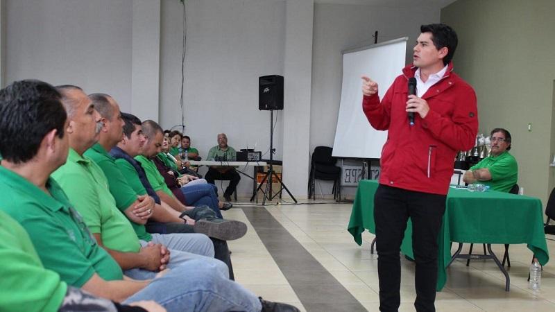 Toño Ixtláhuac compromete trabajar por mejorar las condiciones laborales de los organismos sociales