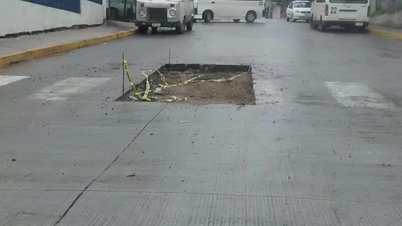 Vecinos piden a las autoridades municipales que pongan atención en los trabajos que emprendanm ya que consideran que ahora que había quedado muy bien su calle, en pocos días comiencen a colocar parches de concreto, que casi nunca quedan bien