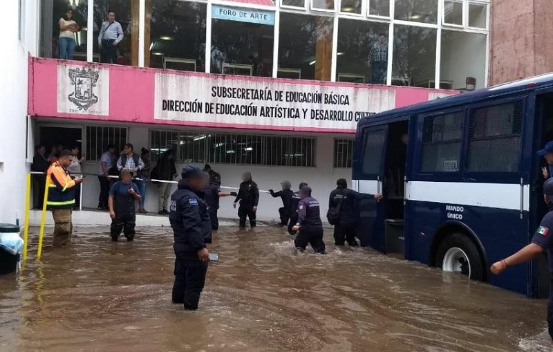Elementos de Tránsito y Movilidad realizaron labores para evitar incidentes viales y coadyuvar al flujo vehicular en distintos puntos de la capital michoacana