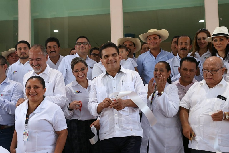 Aureoles Conejo puso en marcha la construcción del acceso principal al Centro de Salud