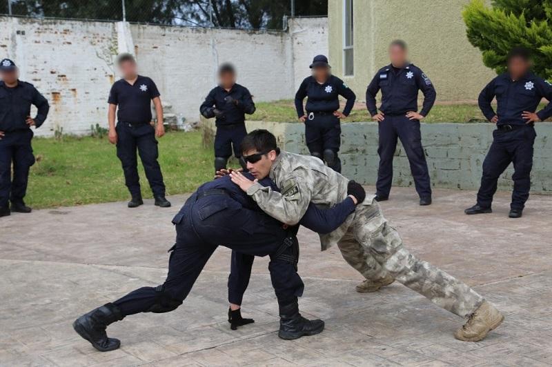 Capacitadores de la PDI instruyeron tácticas de defensa personal y combate cuerpo a cuerpo, especiales para controlar y contener a presuntos delincuentes