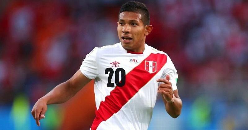 Flores Peralta nació en Lima, Perú, el 14 de mayo de 1994 y debutó en el Universitario de Deportes de su país natal en 2011. Asimismo, se enroló en el Villarreal de España de 2012 a 2014 y luego volvió al Universitario, donde permaneció hasta el 2016, que emigró al Aalborg B. K. de Dinamarca.
