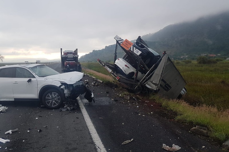 Minutos antes de las 08:00 horas alertaron a los servicios de emergencia que sobre dicha autopista a la altura del kilómetro 210+200 próximo a la caseta de peaje de Zinapécuaro se había registrado un accidente