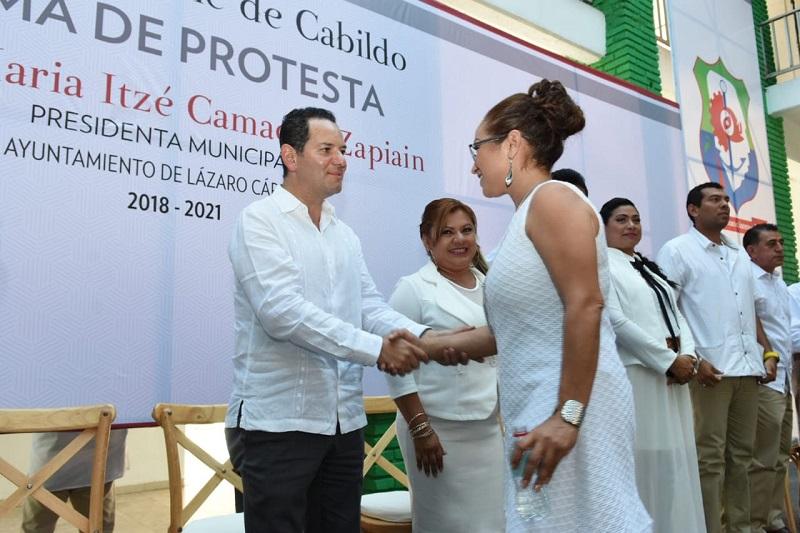 Asiste titular de Sedeco a toma de protesta de presidenta municipal de Lázaro Cárdenas, María Itzé Camacho Zapiain
