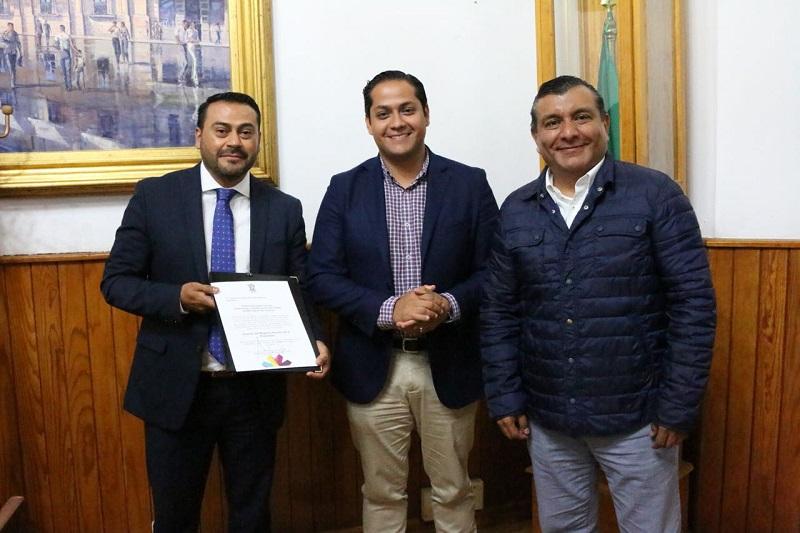 Moncada Sánchez conminó a los funcionarios entrantes a redoblar esfuerzos en beneficio de la ciudadanía
