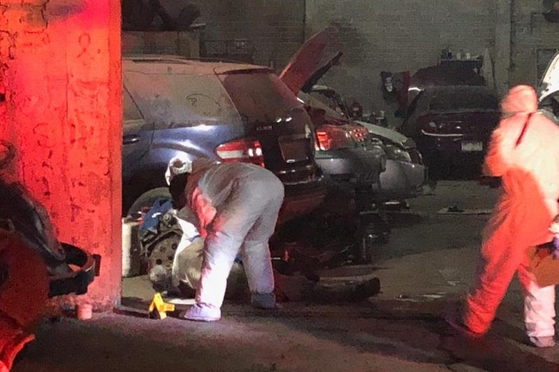 Testigos indicaron que por la tarde un sujeto llegó a recoger un vehículo, pero se fue insatisfecho por lo que aparentemente se trata del mismo que regreso asesinar al dueño del taller